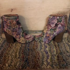 Jeffrey Campbell Rumble Tapestry Ankle Boots. 7M